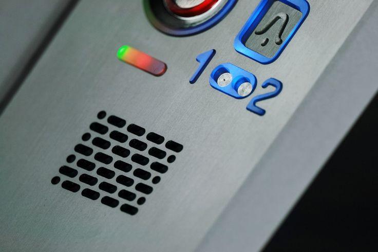 #Domofon z czytnikiem Dallas - otwieranie dwóch wejść, regulacja jasności świecenia, anodowane aluminium. Produkcja polska