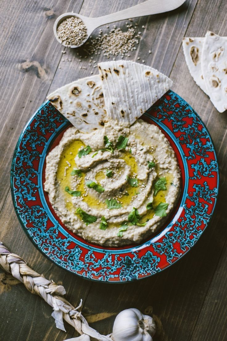 Una salsa d'accompagnamento dal sapore mediorientale, vegana e deliziosa? Prova la mia versione del babaganoush, il caviale di melanzane!