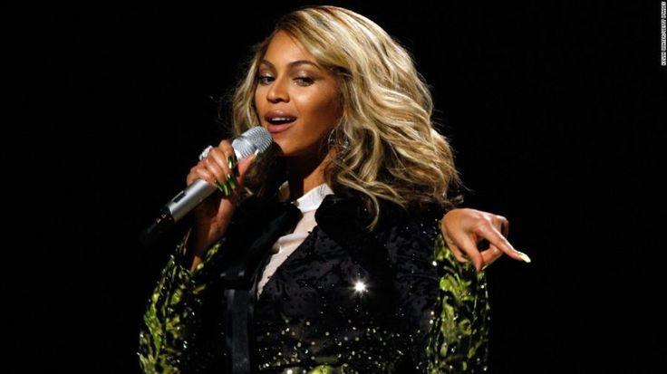 #Beyoncé sarà madre di due gemelli, ecco le foto del pancione con tanto di #topless