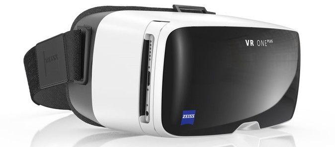 ドイツのカール・ツァイス社は、同社が開発するVRヘッドセット「VR ONE Plus」の国内販売において、インフォマティクス社と協力することを明らかにしました。  建築・不動産向けアプリとセット販売 「VR ONE Plus」は先日のE3で発表された、スマホを差し込んで使用するタイプのヘッドセットです。対応するスマホのサイズは4.7~5.5インチまでと、例えばiPhone 6s Plusといった大きめのものでも利用できるのが特徴の1つ。2014年に発売された「VR ONE」の次期モデルで、価格は129ユーロ(約15,000円)となります。 「VR ONE Plus」の国内販売において、インフォマティクス社が開発する建築・不動産向けアプリ「GyroEye(ジャイロアイ)」と「EOPAN(イオパン)」を同梱した「VR ONE Plus」をセット販売するとしています。この両アプリの同梱版の発売予定日は2016年秋。同梱版の価格やコンシューマー向けの販売方法などについては不明です。 また、「VR One…