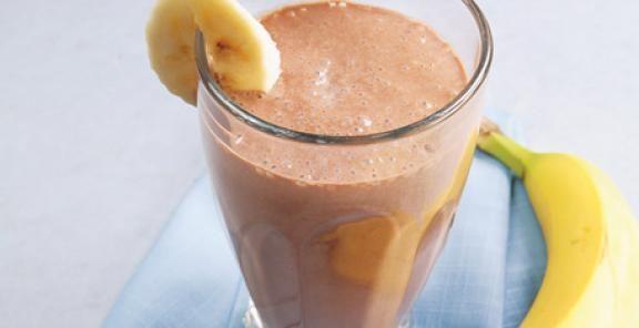 Ingredientes  3 xícaras de fermentado de kefir de leite puro quase congelado  1 banana grande madura mas firme  100g pedaços ou porções de frutas maduras  1 pitada de baunilha  1 colher de sopa de mel puro