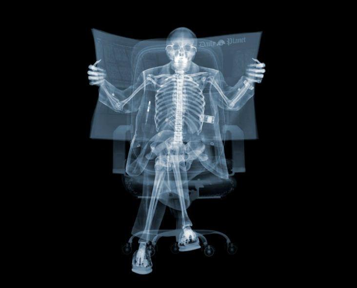 El fotógrafo británico Nick Veasey utiliza las máquinas de rayos X de una forma muy original para crear increíbles fotos de objetos cotidianos.: Xray Photography, Xray Vision, X Ray Vision, Nickveasey, X Ray Photography, Reading Newspaper, X Ray Art, Nick Veasey, Xray Art