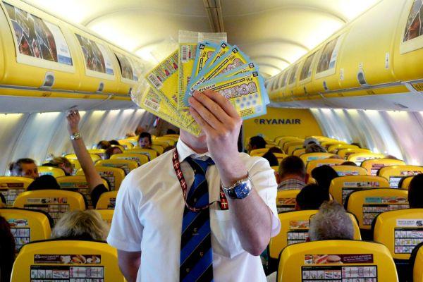 Ryanair. Cada tripulante tem de vender 8 raspadinhas por dia