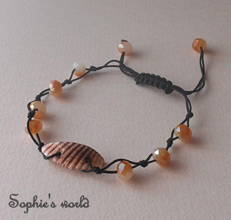 χειροποίητο βραχιόλι με κοχύλι &κρύσταλλα στο χρώμα της άμμου #bracelet #handmade #seashell #makrame #crystals #bracelethandmade  https://www.facebook.com/SophiesworldHandmade/