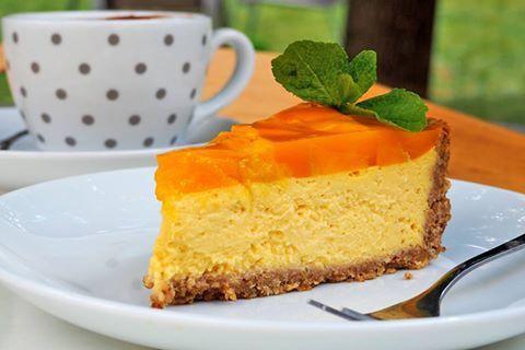 Přeji krásný slunečný letní den s chutným sladkým osvěžením. Vynikající osvěžující dort s mangem. Autor: Pepe