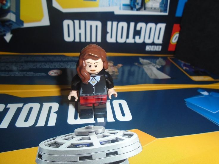 Lego Doctor Who minifigure Clara Oswald from Ideas Set 21304 #LEGO #legominifigure #minifigure #new #drwho