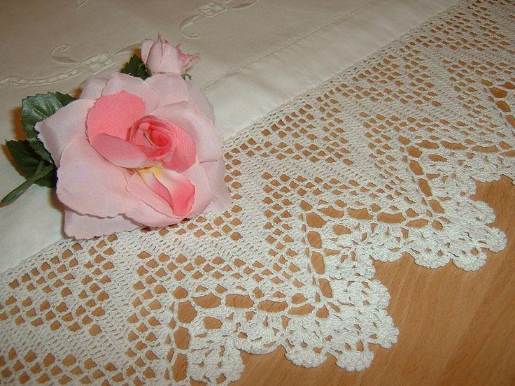 Pizzo per bordura all'uncinetto realizzato con lavorazione filet a zig zag. Pizzo di cotone bianco. Crochet casa romantica. Su ordinazione
