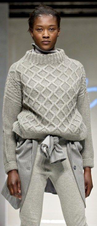 schlicht – raffiniert – warm. Ein Freund für den Winter dieser Pullover. Let's knit !