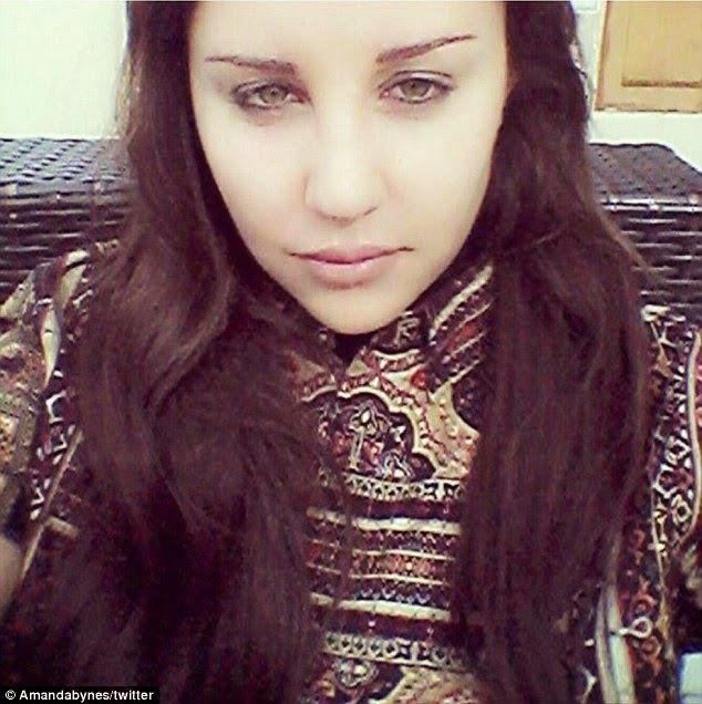Chatter Busy: Amanda Bynes Shares Christmas Selfie