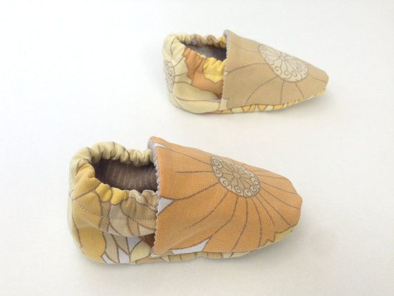 Hey, I found this really awesome Etsy listing at https://www.etsy.com/listing/205546978/baby-booties-baby-girl-shoes-retro-baby