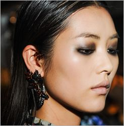 Roberto+Cavalli's+High+Gloss+Eye+Makeup   Gloss Eye Makeup A Sexy, Smoky Look In 5 Easy Steps