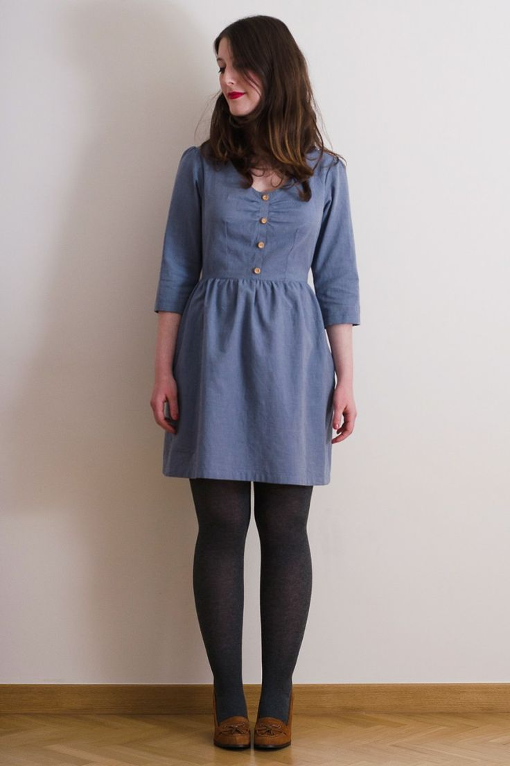 Mid-season dress with gathered bust, 3/4 length sleeves, mock button placket and gathered skirt. The pattern envelope contains a full size pattern and a detailed instruction booklet. This pattern is fully bilingual (french/english).