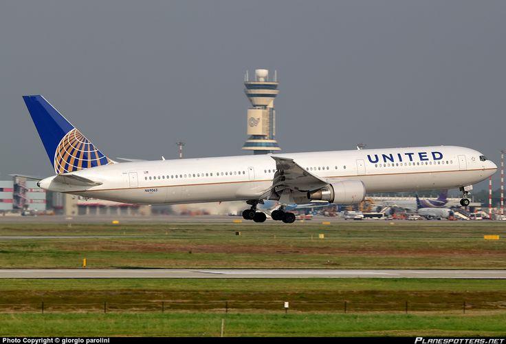N69063 United Airlines Boeing 767-400ER