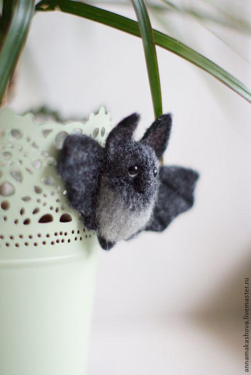 Купить Мышь Летучая. Носатая. - серый, мышка, летучая мышь, брошка, Украшение ручной работы