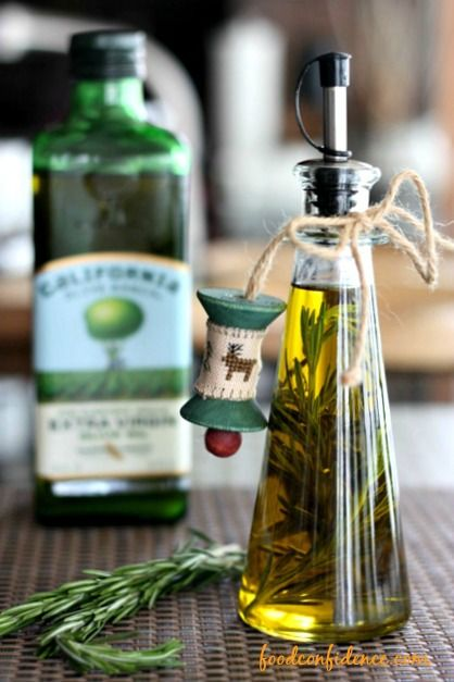 Homemade Rosemary Infused Olive Oil from @Danielle Lampert Omar Nutrition - Fun homemade holiday gift idea!