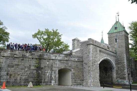 Quebec portes fortifications | Porte Saint Louis - Picture of St. Louis Gate (Porte St. Louis ...