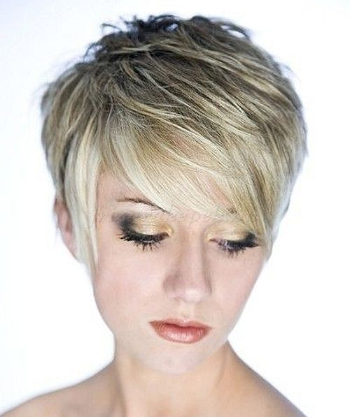 pixie frizurák, rövid frizurák - pixie frizura szőke hajból