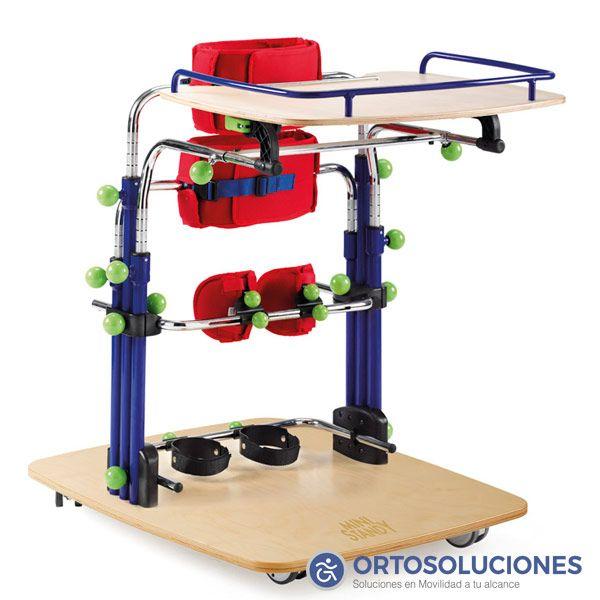 Bipedestador infantil MINI STANDY de GUIDOSIMPLEX.    Características:  · Chasis de acero, altura regulable.  · Mesa con altura y profundidad regulable, extraíble.  · Soportes de rodillas regulables.  · Soportes de talones regulables.  · Soporte pélvico y axilar.  · Ergonómicos regulables.  · 2 medidas.