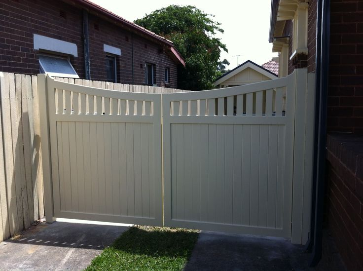 Best 25 automatic gate ideas on pinterest for Motorized gates for driveways