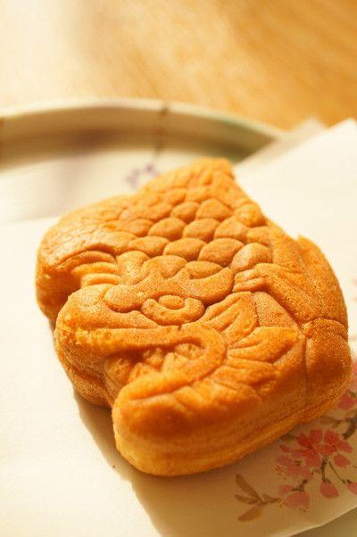 名古屋お土産 金シャチまんじゅう Nagoya souvenir gold killer whale bun