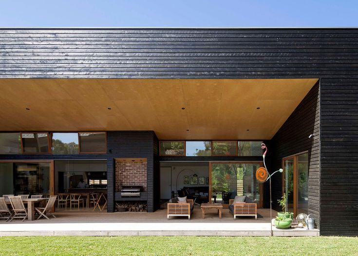 Adrian Bonomi used a combination of blackened and pale timber to clad this summer residence located south-east of Melbourne on the Mornington Peninsula