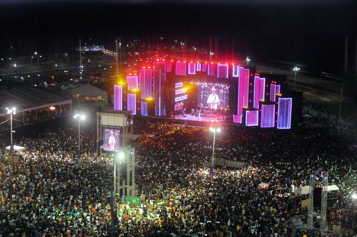 Cerca de 200 mil pessoas curtem primeiro dia do Festival Virada Salvador