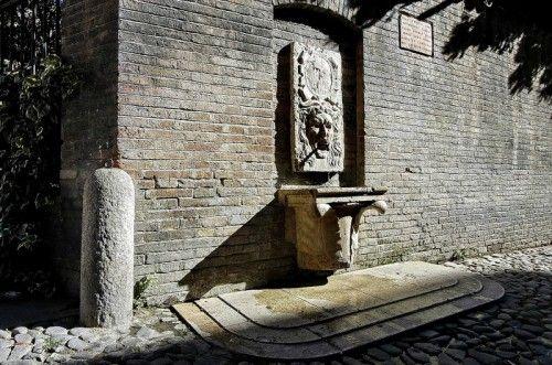 """Piazza della Pomposa """"il fonticolo dell'oste"""""""