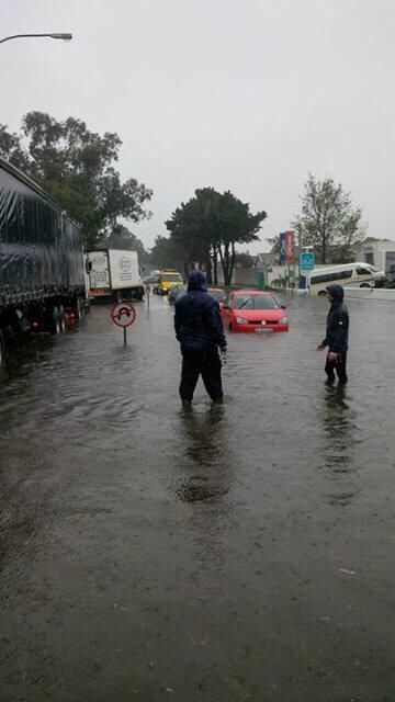 Cape Winter Storms | Rob Byrne @TrafficSA: #Flooding Edgemead Drive
