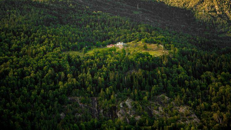 Old Norwegian mountain farm - null