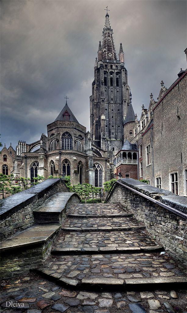 Onze Lieve Vrouwekerk in Brugge_ Belgium
