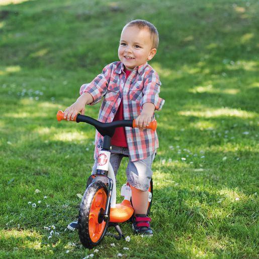 Odrážadlo Smoby Learning Bike je fantastická pohybová pomôcka, ktorá učí deti ako udržiavať rovnováhu. Je určené pre deti od 2 rokov. Balančné odrážadlo Learning Bike má pekné čierno-oranžové sfarbenie, ktoré je vhodné pre chlapcov aj dievčatká.