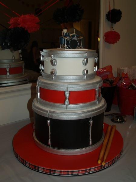 . Done by Charm City Cakes. http://media-cache2.pinterest.com/upload/30188259971712278_veWCTBrl_f.jpg drum cake band