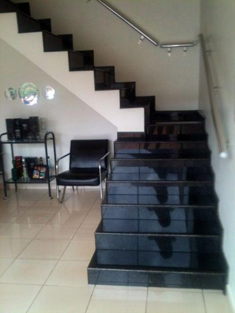 escada de granito preto