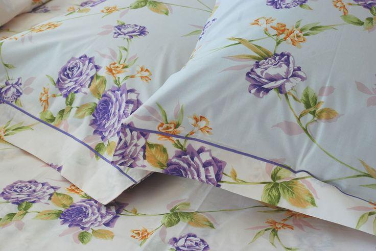 """Copripiumino Duomo Lilla """"Petalo di Lilla"""" - Dolci sfumature di lilla in una fantasia floreale delicata, creano un'armonia dai toni tenui immersa in un soffice sfondo beige - Percalle di cotone 100%"""