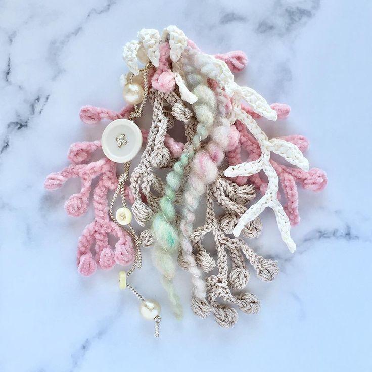 daily dahlia.11.16 るりちゃんの手紡ぎ糸 コットンパール 白いボタン お気に入りを集めたシーズンコサージュ