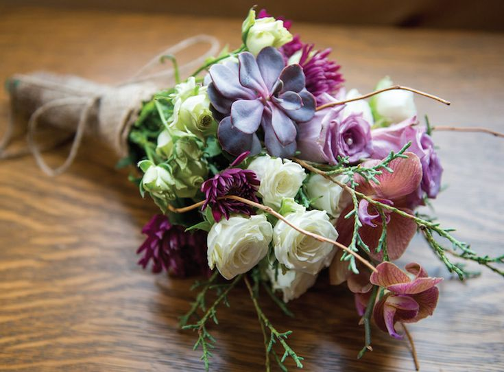 Gorgeous purple and cream bridal bouquet. See more from this purple outdoor wedding in Knoxville! Pics by @TonyaDamron1 | The Pink Bride® www.thepinkbride.com