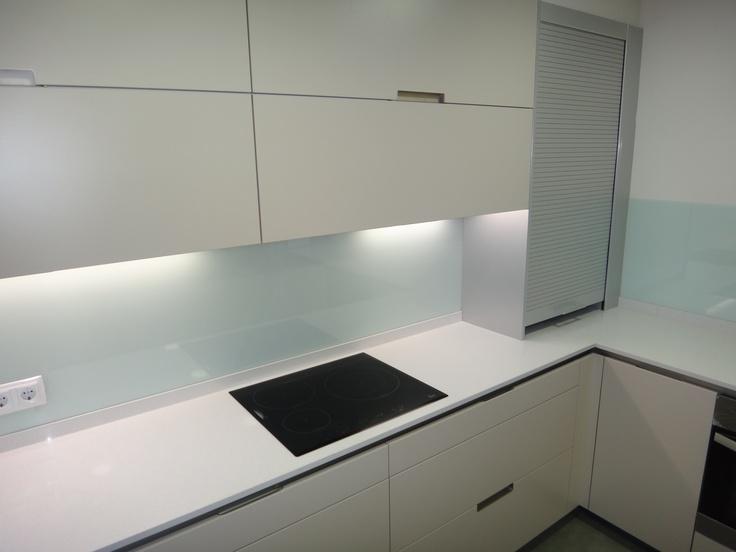Cocina santos modelo minos e color arena con encimera - Cocinas con marmol ...