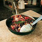 Een heerlijk recept: Tonijn met rode ui tomaat en zoete azijn van restaurant Moro