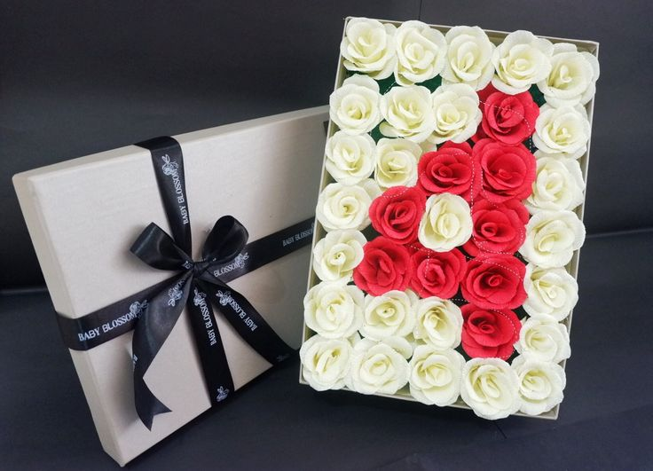 Rose in box by Baby Blossom Instagram @bungakertas_jakarta Personal IG @sheilasicilia #crepepaperflower #italiancrepe