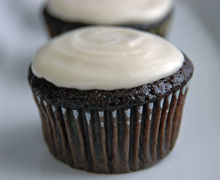 BEER CUPCAKES: chocolate Guinness cupcake with hand-made cream cheese ...