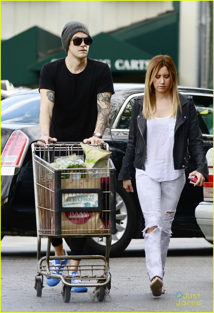 2014: FEBRUARY 2ND - Ashley Tisdale  srocery shopping at Whole Foods with Chris French in Studio City