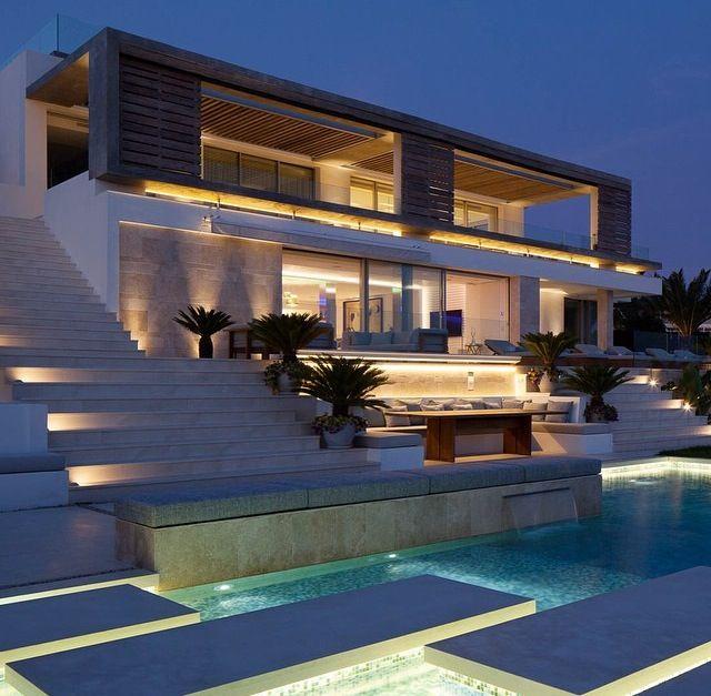 Pin by josue saenz castillo on rent house pinterest for Mansiones modernas
