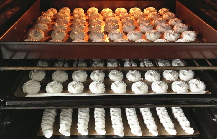 Slow-baked meringues