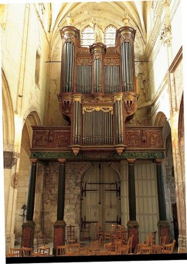 Orgue, Villiers-le-Bel  Cet instrument, qui conserve 98 % des 2 000 tuyaux d'origine, est un exemple d'orgue de huit pieds complet, de facture parisienne classique.