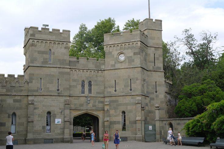 Часы на башенке имеют нечто общее с лондонским Биг Беном. Что именно?  Рассказываем на экскурсии