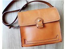 En stadig väska i en klassisk modell, äkta skinn. Väskor - Tradera.com http://www.tradera.com/item/341716/206755849/zara-skinnvaska-