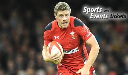 Wales coach Warren Gatland supports Priestland and criticizes the fans who hooted at Rhys Priestland in last Saturday's defeat to Australia.