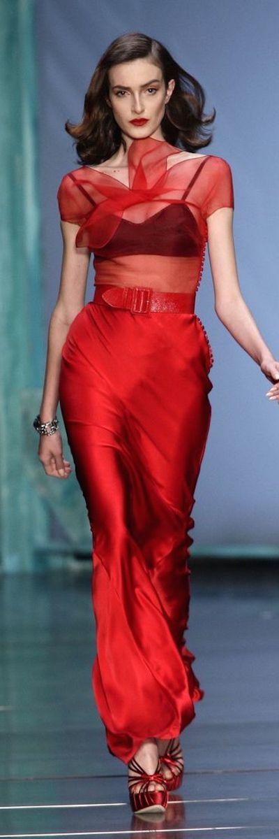 Dior the silk fabrics used here are absolutely stunning.  #weddinggown #weddinginspo #bride #bridetobe #weddings #weddingideas #bespokeweddingdress #dressmaker #dressmakers #miltonkeynes #buckinghamshire #bedfordshire #oxfordshire #northants #uk #lesleycutler #lesleycutlerbridal #MyBestMe  #weddingdress #UK