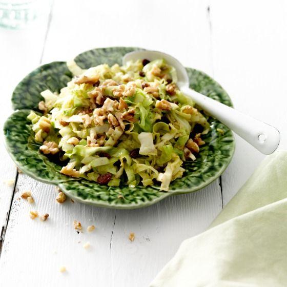 Kruidige spitskool met rozijnen - Er zijn ontelbaar veel mogelijkheden met spitskool, zoals deze heerlijk kruidige salade. #recept #winterkost #JumboSupermarkten