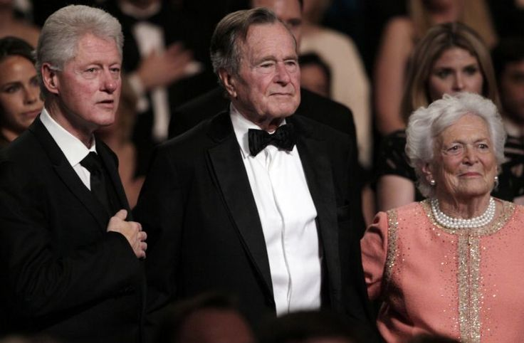 Bill Clinton tweets about visiting Bushes in Houston